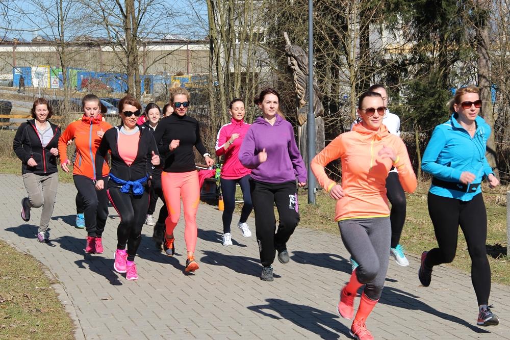 Ženy vymenili priestory fitnescentra za fitness vonku.